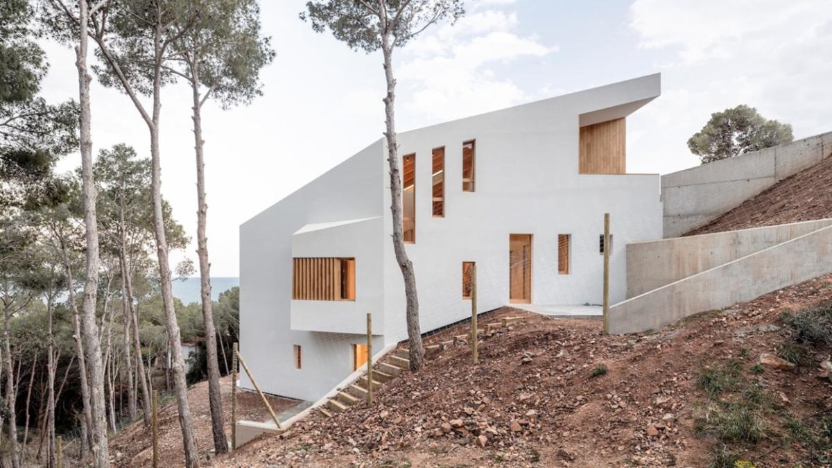 HOUSE IN TAMARIU